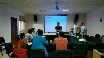 중국베이징 농업과학기지 공무원들과제품설명.jpg