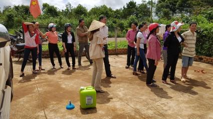 베트남 커피농장 농민들과제품 설명회.jpg